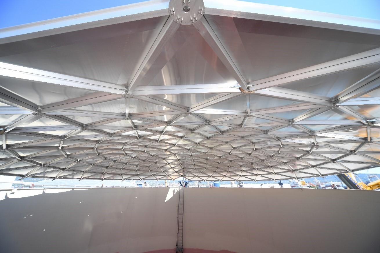 Al - streha tik pred namestitvijo na rezervoar